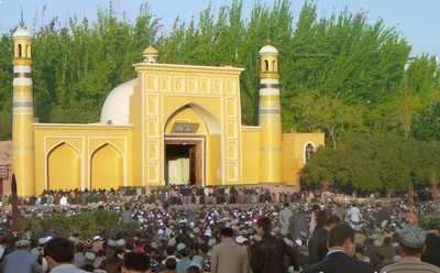 Masjid Id Kah, Kashgar, Xinjiang. Masjid ini adalah salah satu masjid terbesar di Cina dengan daya tampung 20.000 jamaah.
