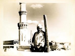 Foto Fahmi Moemen Bey saat perluasan Masjid Nabawi tengah berlangsung