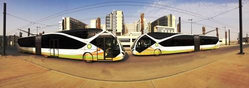 Bus modern yang menjadi transportasi mahasiswa dan pegawai King Saud University