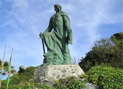 Patung Abdurrahman ad-Dakhil di Almuñécar, Spanyol.
