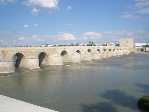 Jembatan Cordoba di Sungai al-Wadi al-Kabir
