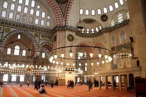 Ruang dalam Masjid Sultan Sulaiman
