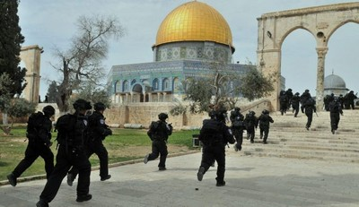 Tentara zionis Yahudi di Masjid al-Aqsha