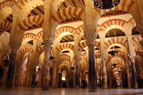 Masjid Raya Cordoba yang sekarang berubah menjadi fungsi menjadi gereja.