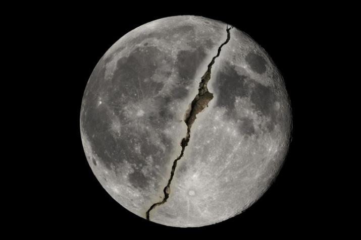 Fenomena Bulan Terbelah,Berikut Penjelasan Sains Dan Al-Qur'an